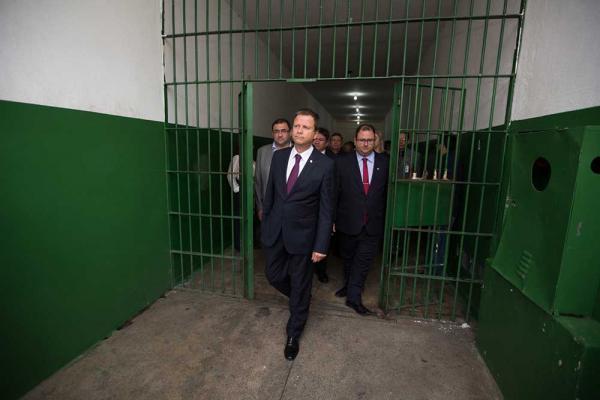 Presidente da OAB nacional visita Compaj e cobra mais investimentos no sistema carcerário