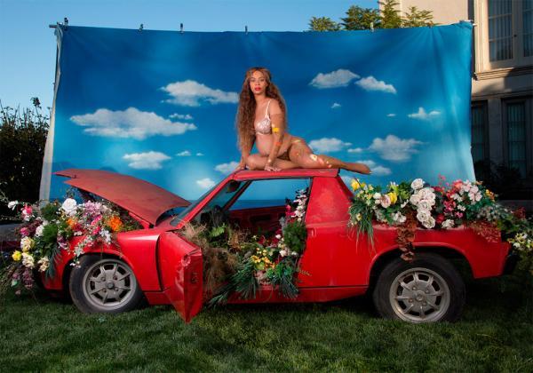 Beyoncé divulga ensaio fotográfico de sua gravidez de gêmeos
