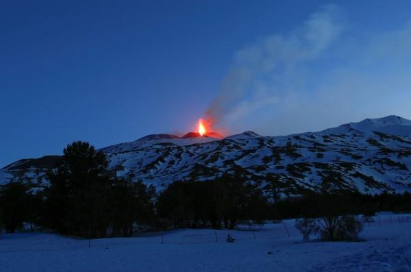 Vulcão Etna entra em erupção na Itália