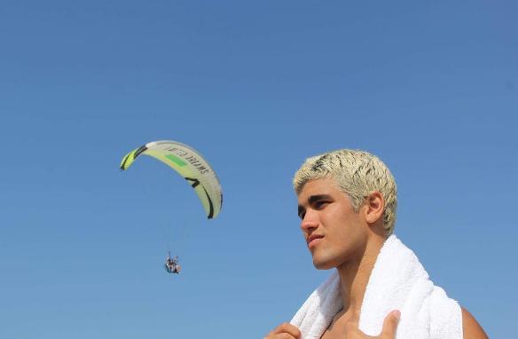 Justin Bieber do Vidigal  se torna modelo sensação após clipe com Anitta