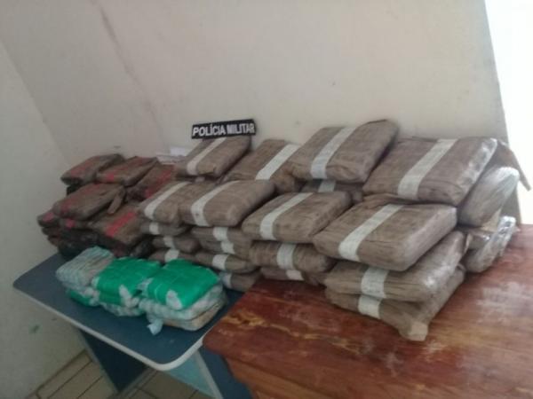PM apreende 74 kg de drogas no porto fluvial de Tonantins
