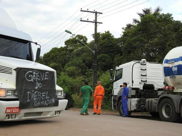 Caminhoneiros fazem protesto contra alta do combustível no Distrito Industrial de Manaus
