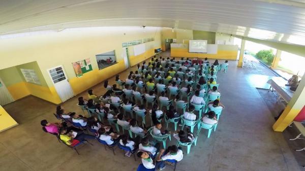 ProsaiMaués promove sessão de 'Extraordinário' em escola do interior do AM