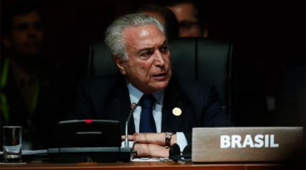 Após pedido de intervenção militar, Congresso discute saída de Temer