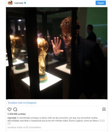 Neymar posta com Taça Fifa e diz