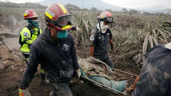 Vulcão deixa cerca de 50 mortos em erupção na Guatemala