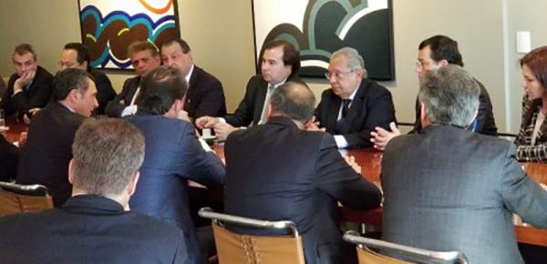 Em Brasília, governador Amazonino Mendes diz que decreto federal pode acabar com a Zona Franca de Manaus
