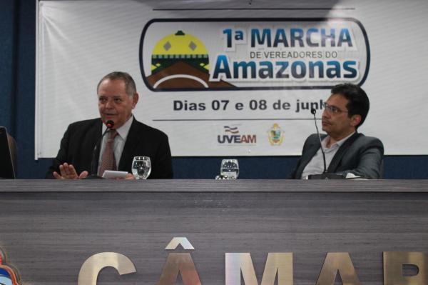 Gedeão Amorim palestra sobre Desafios e Perspectivas na Educação do AM