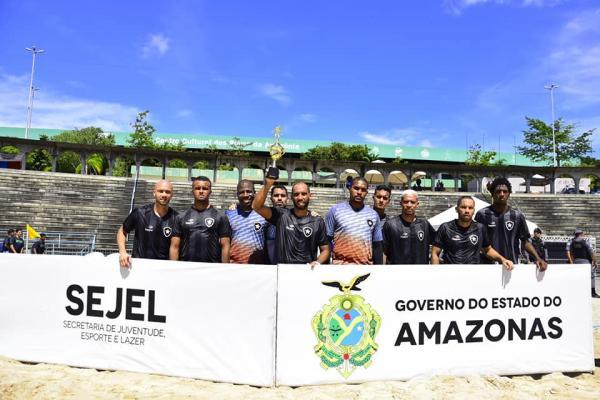 Vasco goleia o Botafogo por 4 a 0 e conquista o título do 'Desafio dos Campeões'