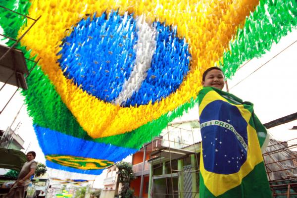 Governo do Amazonas define pontos facultativos nos dias de jogos do Brasil na Copa 2018