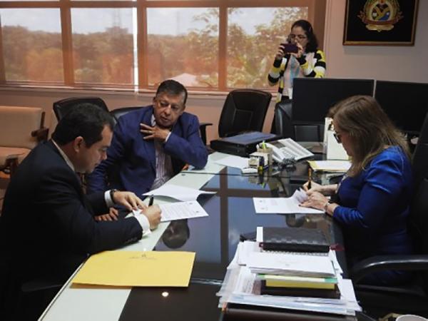 CGE firma acordo de cooperação técnica com TCE-AM