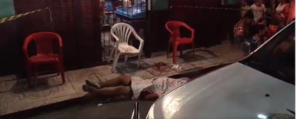 Dupla encapuzada executa com oito tiros homem enquanto assistia jogo no Mauazinho