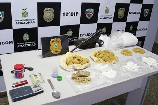 Polícia Civil prende homem com 1,5 kg de drogas no bairro Redenção