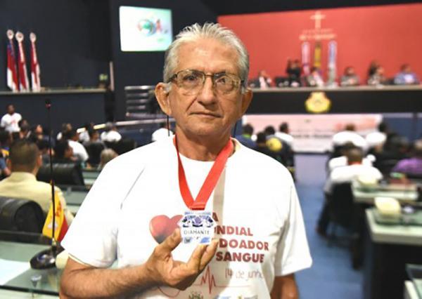 Doadores de sangue e instituições que contribuem com a doação de sangue foram homenageados na ALE-AM