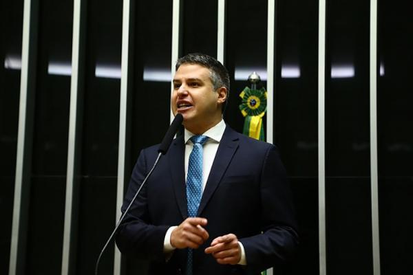 """Na tribuna: Arthur Virgílio Bisneto chama de """"golpe"""" medida que traz prejuízos à indústria de concentrados na ZFM"""