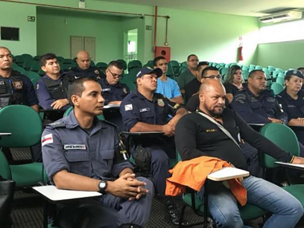 Policiais militares recebem capacitação para atuar no Festival Folclórico de Parintins