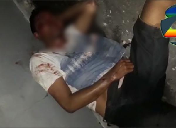 Dois assaltantes são espancados até a morte depois de serem pegos roubando em via pública no bairro do Coroado