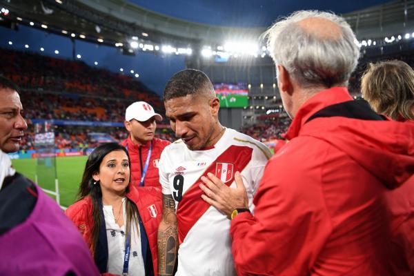 Desolado, Guerrero chora e faz pedido aos céus na eliminação da Copa
