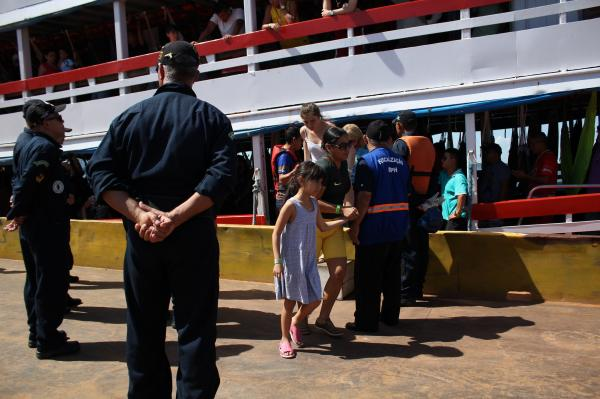 Prefeitura intensifica fiscalização de crianças e adolescentes em embarcações com destino a Parintins