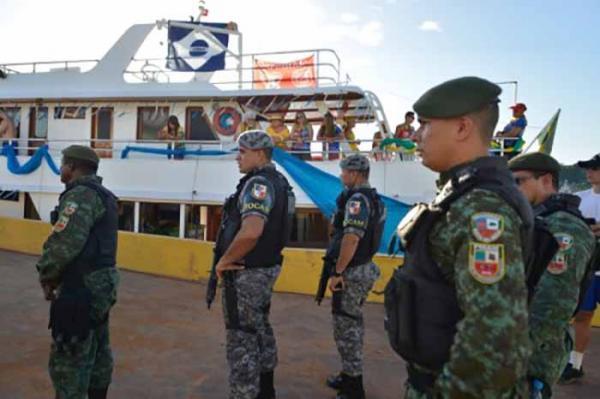 Em Manaus, servidores da Segurança Pública fiscalizam embarcações com destino ao Festival de Parintins