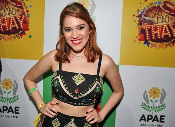 Ana Clara vira contratada da Globo, dá show de estrelismo em evento e desdenha da imprensa