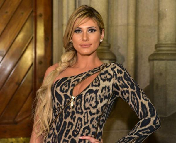 """Lívia Andrade choca ao revelar cor do seu vestido de casamento """"Preto"""""""