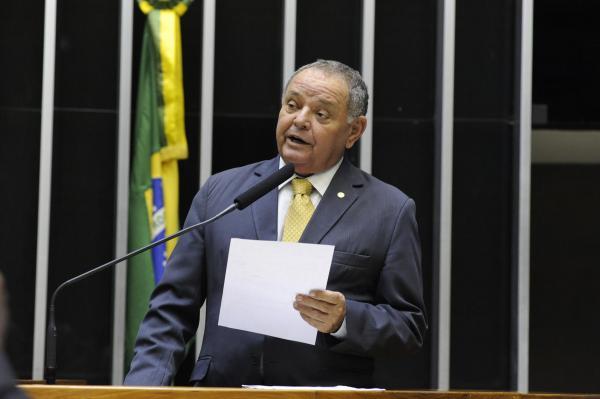 Gedeão Amorim destina recursos para município de Anamã