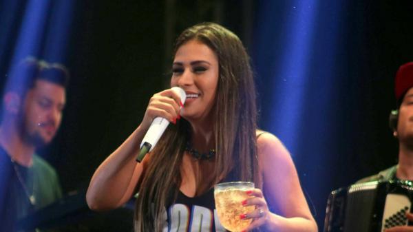 Simone fala da dificuldade de cantar sem Simaria 'Não dá mais'