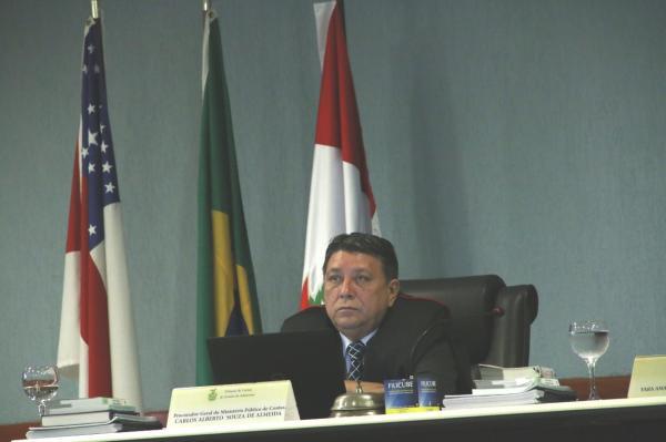 Tribunal Pleno homenageia procurador-geral Carlos Alberto e secretário do Pleno, Mirtyl Levy