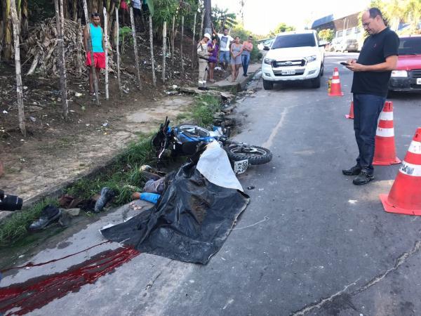 Motociclista cai de moto, e tem cabeça esmagada por caminhão no Tarumã