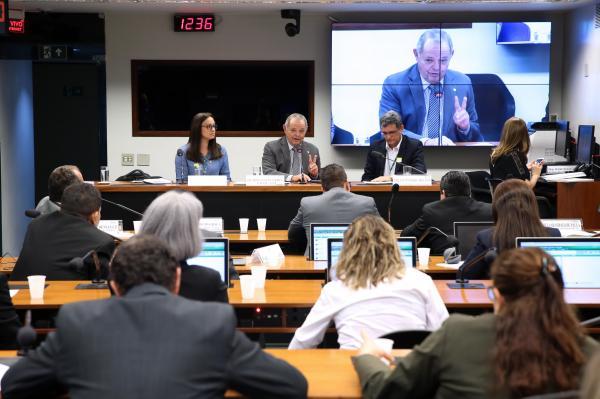 Debate na Câmara Federal aponta soluções  para crise em institutos do AM