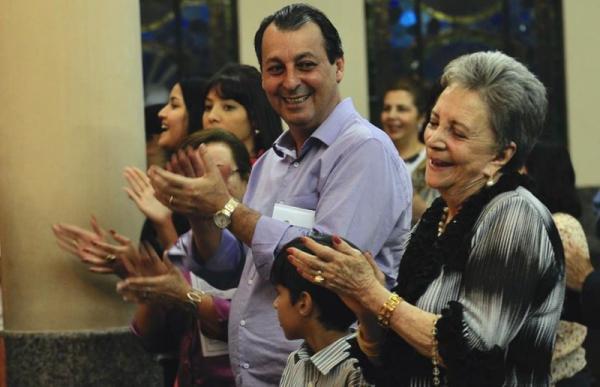 Omar Aziz chora falecimento da mãe, aos 83 anos: 'Mulher guerreira'