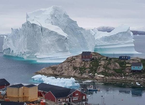 Enorme iceberg se aproxima de vilarejo na Groenlândia e provoca alerta de Tsunami