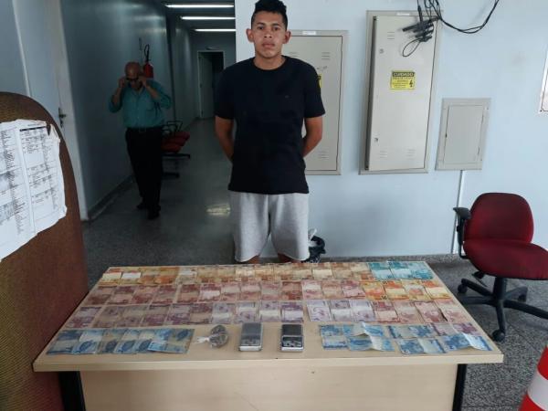 Jovem é preso em flagrante por tráfico de drogas na Comunidade Parque São Pedro