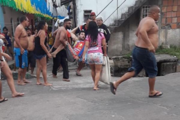 Homens vestidos de palhaço abrem tiroteio no bairro Alvorada