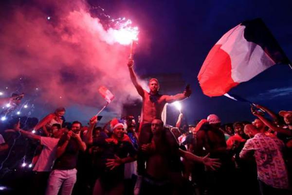 Um morto, saques, confrontos e quase 300 detidos na comemoração da Copa na França