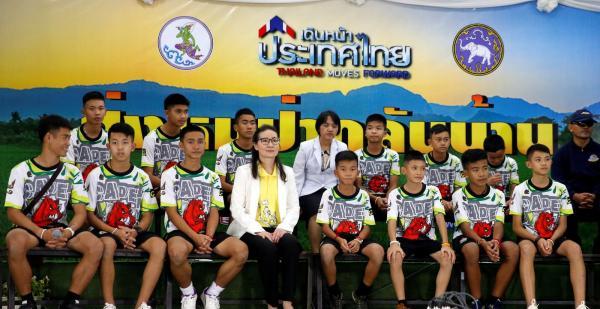 Meninos falam sobre fome e medo nos dias em que ficaram presos em caverna na Tailândia