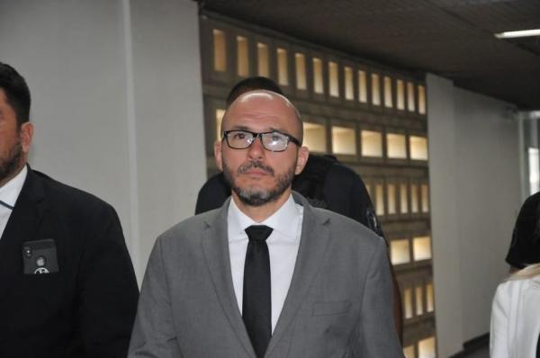 Acusado de matar advogado, Delegado Gustavo Sotero presta depoimento no Fórum Henóch Reis