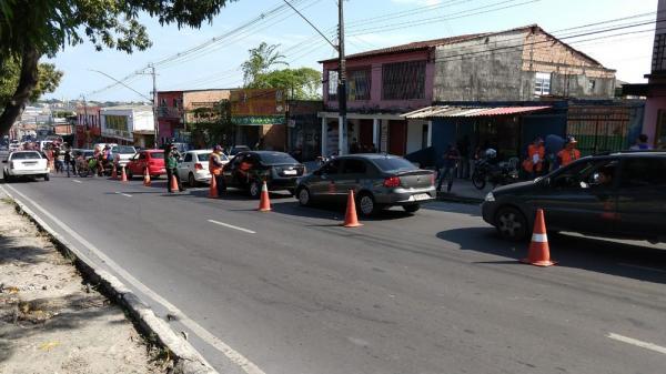 Polícia faz operação em bairro onde traficantes impediram agentes de saúde de aplicar vacinas contra sarampo