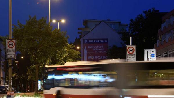 Homem invade ônibus e ataca com faca 14 passageiros
