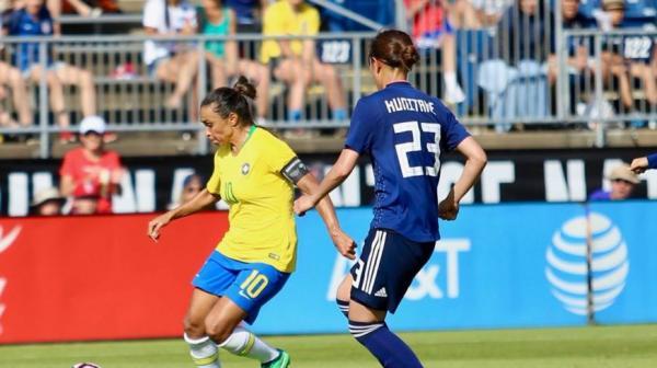 Com gols de Marta e Bia, Brasil vence Japão e briga por título do Torneio das Nações