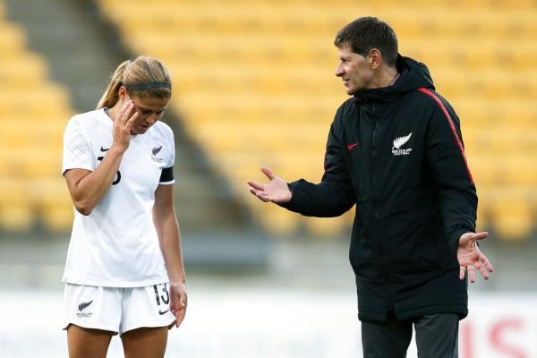 Após acusação de jogadoras, técnico da Nova Zelândia pede demissão do cargo