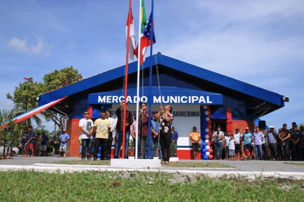 Prefeitura de Barreirinha entrega Mercado Municipal e Praça da Bandeira reformados à população