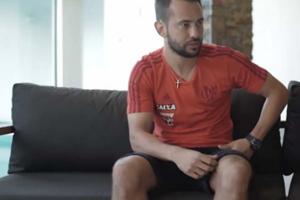 Everton Ribeiro sobre CR7 fora do Real: 'Ficou com medo de ficar no banco pro Vinicius'
