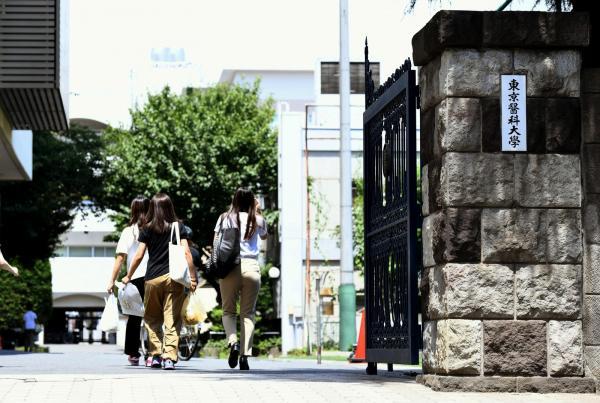 Faculdade de medicina no Japão baixava notas de mulheres para limitar ingresso delas na instituição