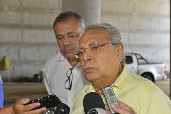 Governador Amazonino Mendes anuncia que vai asfaltar Manaus e faz convite a Marcos Rotta