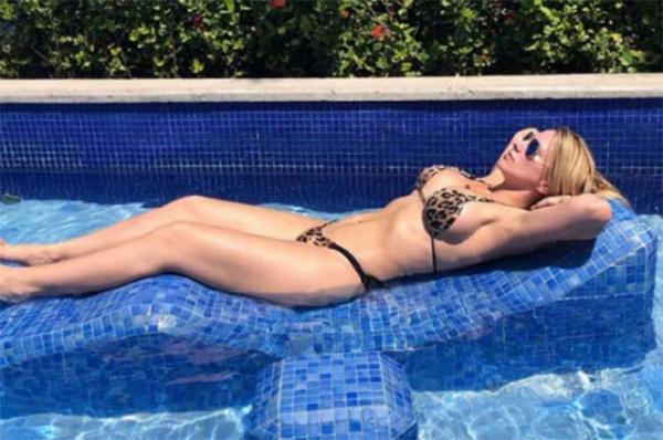 Mulher do árbitro do confronto entre Fla e Cruzeiro faz sucesso na Web