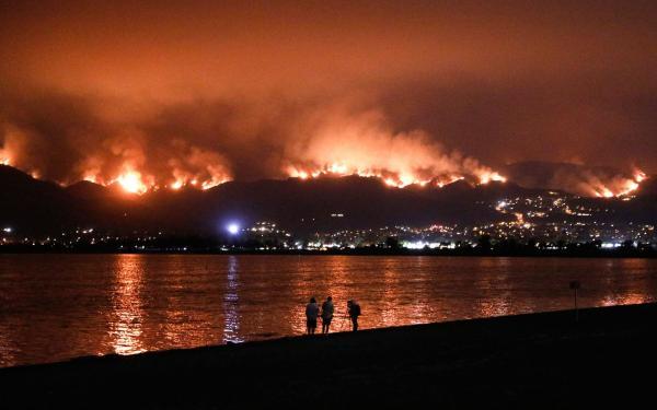 Sobe para 10 número de mortos em incêndios na Califórnia