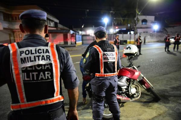 Amazonino diminuiu PMs na Casa Militar para colocar mais policiais nas ruas
