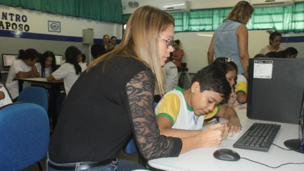Taxa de aprovação de escolas municipais de Manaus avança e busca meta de 94% até o final de 2018